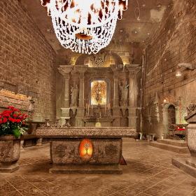 Podzemní katedrála v solném dole ve Wieliczce
