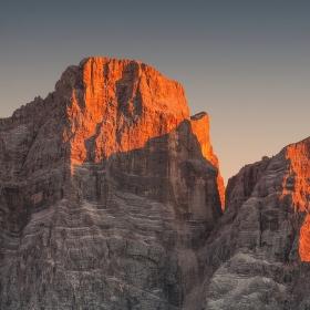 poslední paprsky na Monte Pelmu v Dolomitech