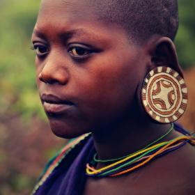 Dívka z kmene Suri ...