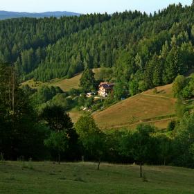 Javorníky-Huslenky-údolí Černé