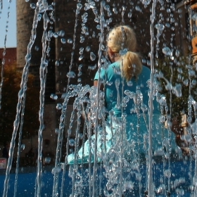 Věž-dívka-vodotrysk