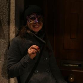 Tajná návštěva u dveři.