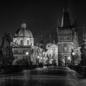 Noc na Karlově mostě