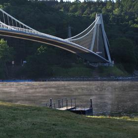 Ráno pod mostem