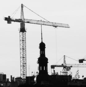 Praha stověžatá a stojeřábovitá