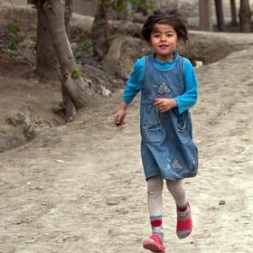 Uzbecká dívka v běhu