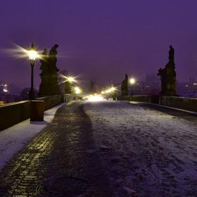 Pomrznutý pocukrovaný Karlův most