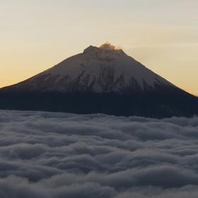Vulkán Cotopaxi v Mlze