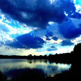 Modré drama nad rybníkem
