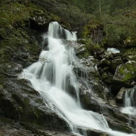 Vodopád po cestě do národního parku Folgefonna