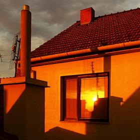 ostré slunce se podívalo i do pokoje...