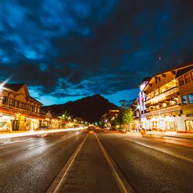 Kanadský Banff v noci