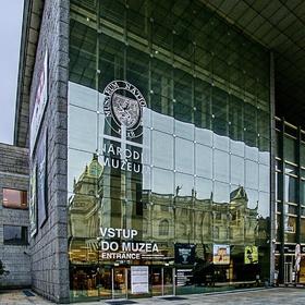 Staré národní muzeum na novém muzeu