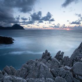 Zapadání na sicilském pobřeží