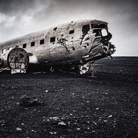 Douglas DC-3 Dakota, Island