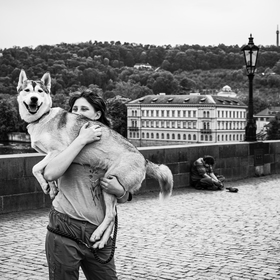 S nejlepším přítelem v náručí