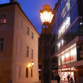 emil králíček kubistická lampa