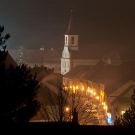 Večerní vánoční náměstí v Náměšti