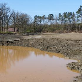 Odbahňování rybníka Hvížďalka .