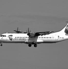 Přistání ATR 45-500 na letišti Václava Havla v Praze