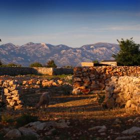 Chorvatská krajinka při západu slunce