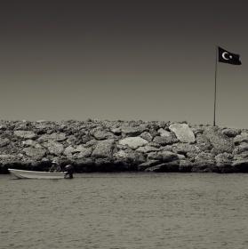 sám v moři