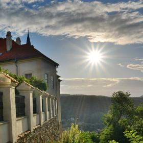 Ráno u zámku