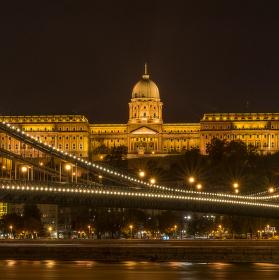 ...nočná Budapešť