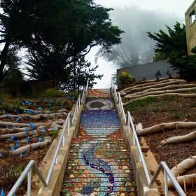 Mozaikové schodiště v San Francisku