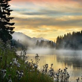 mlha nad řekou