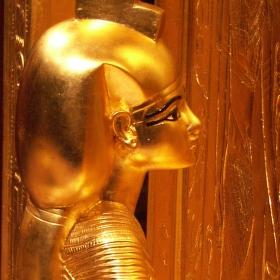 Tutanchamon v Bauhausu (3): strážkyně kanop