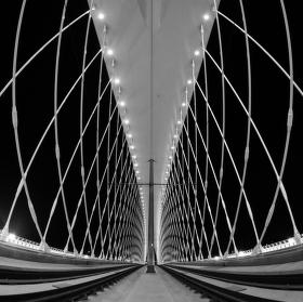 Uvnitř Trojského mostu