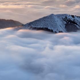 Ticho nad mraky