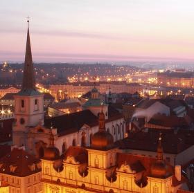 Ráno a kostel sv. Tomáše