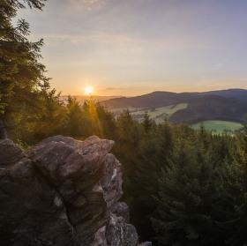 Svítání nad skalami