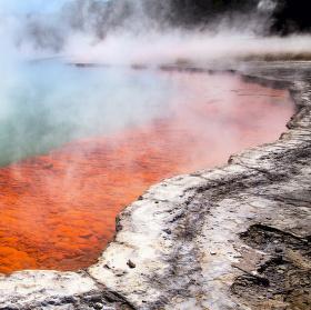 Magický břeh pekelného jezera