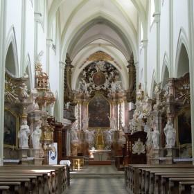 bazilika Nanebevzetí Panny Maria a sv. Mikuláše. tentokrát v barevné ůpravě.