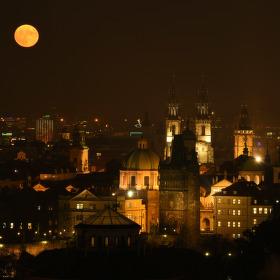 Superúplněk nad Prahou