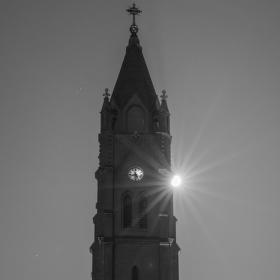 Kostel v úplňku