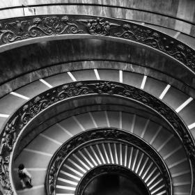 Točité schodiště ve Vatikánskách muzeích