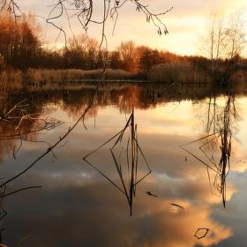 vodní zrcadlení při západu slunce aneb malé zamyšlení nad zrcadlem vzájemných vztahů