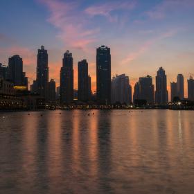 Večer v Dubaji