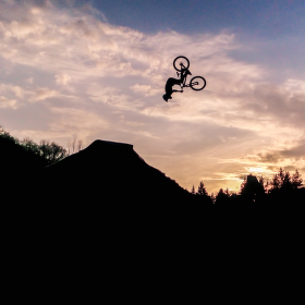 Skoč!