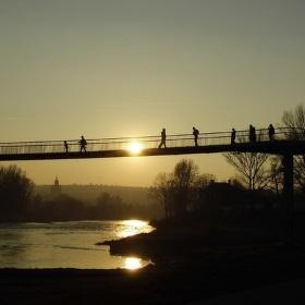 Západ slunce nad řekou