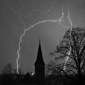 První jarní bouře