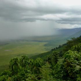 Tropická bouře v kráteru Ngoro Ngoro