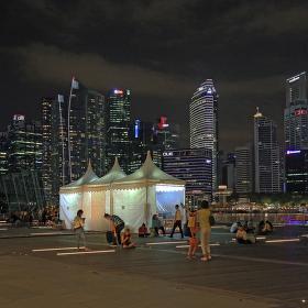 Noční Singapur