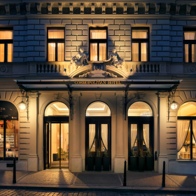 Noční exteriér hotelu Cosmopolitan