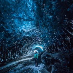 v jeskyní