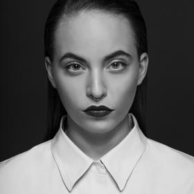 černobílý portrét